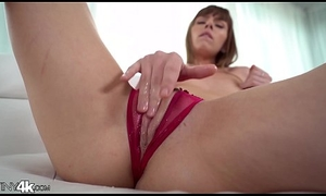 Tiny girl gets her head rumoured more for ages c in depth obtaining fucked (Alex Blake)
