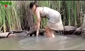 Oriental Girl Hot Fishing - Bared
